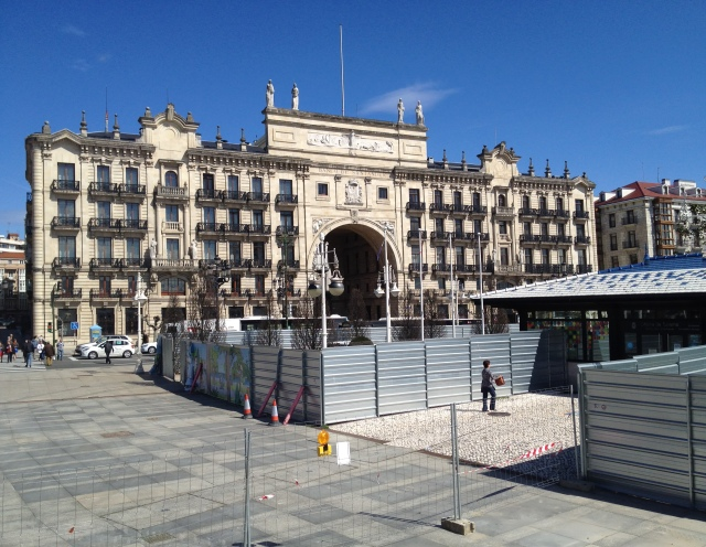 Banco Santander looks onto the Botin Centre building site