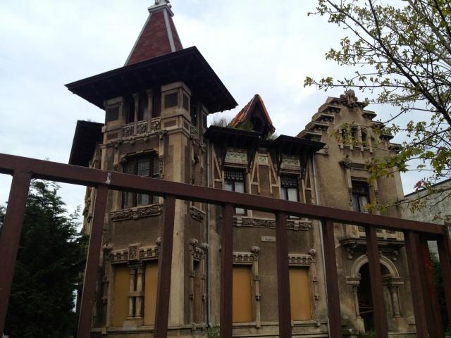 derelict house by de la Sierra in Santander