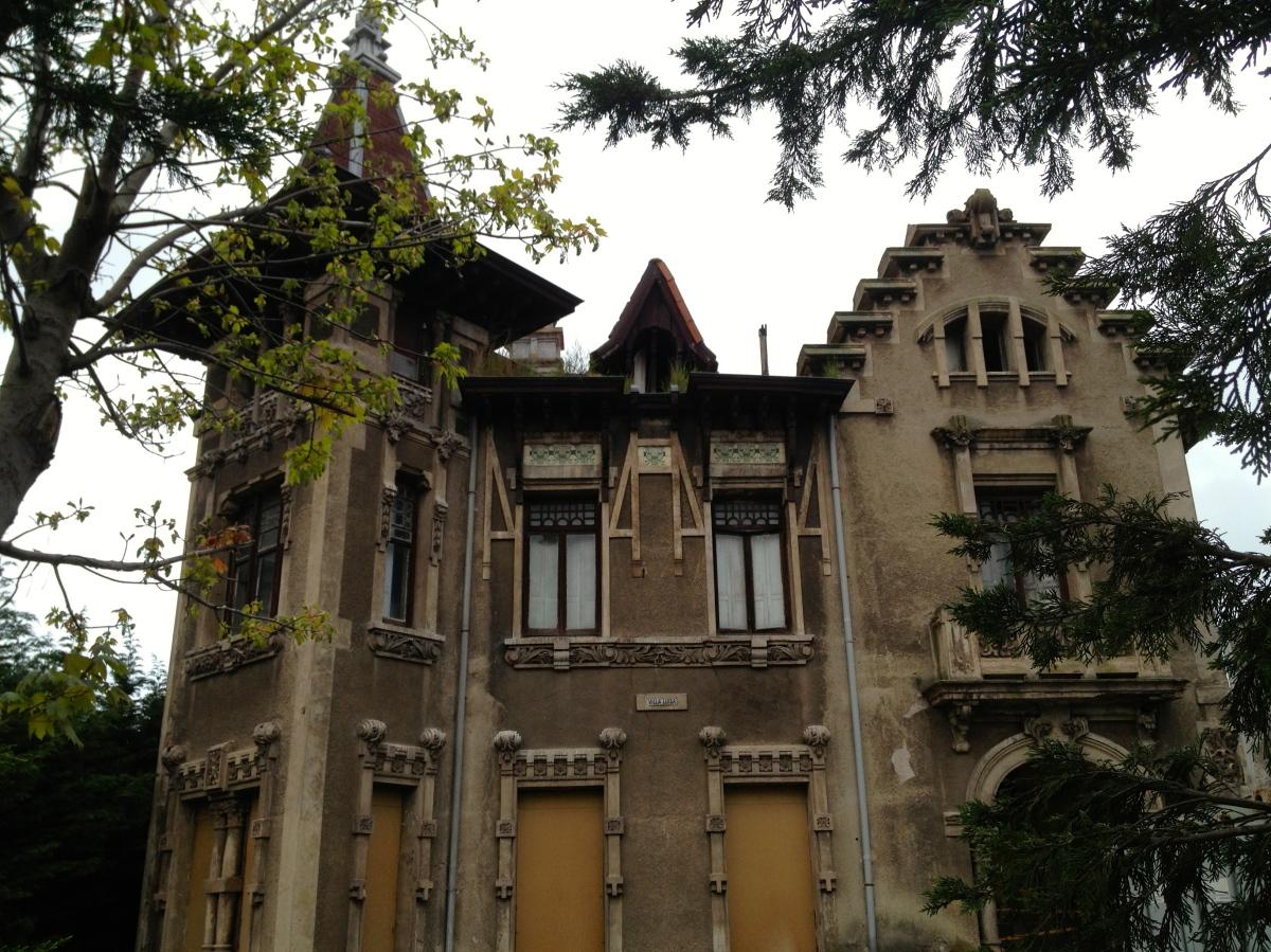 Deserted Villa Catches My Eye