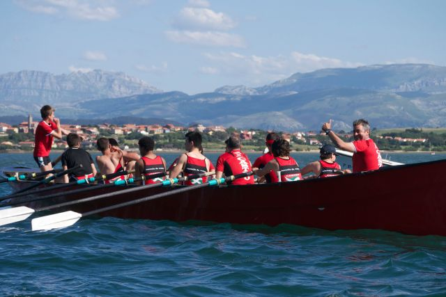 boat trainera Santander rowing